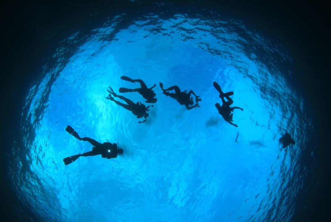 Drift diving at Molokini Crater